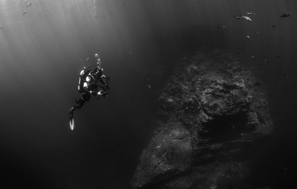 oxygen levels - diver in sea